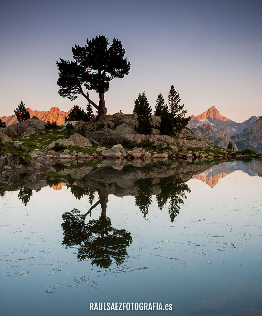 aiguestortes, arbol, atardecer, estany, lago, montaña, paisaje, reflejo