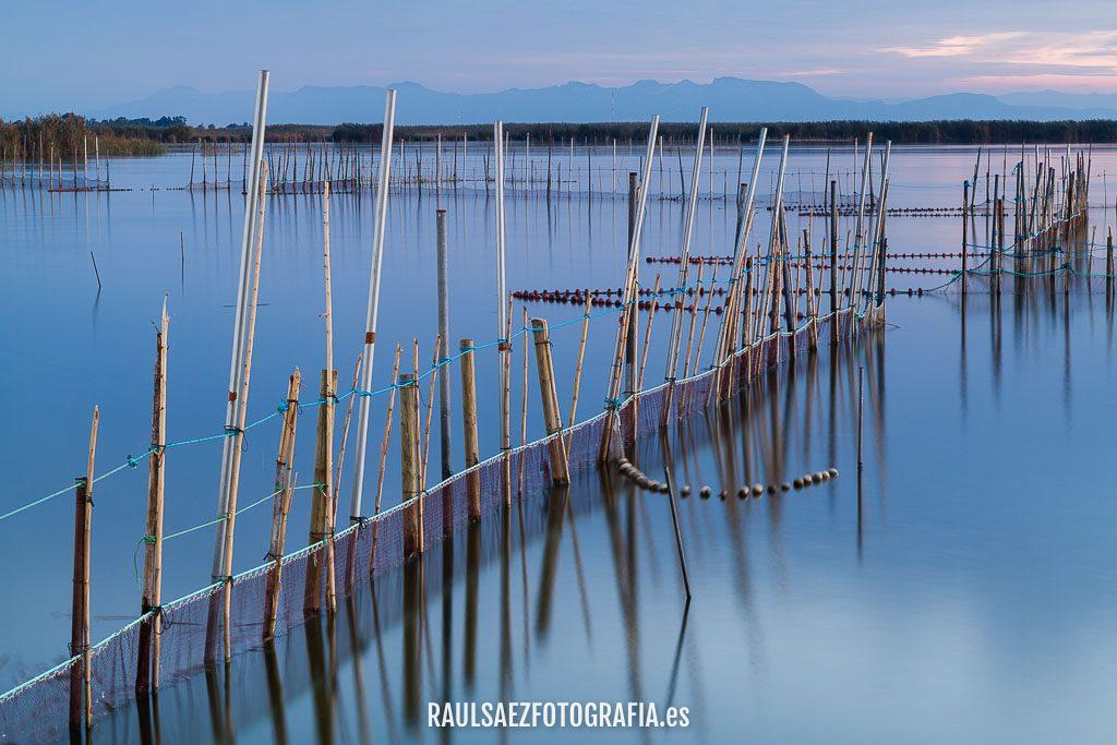 Aparejos de pesca en el lago 1
