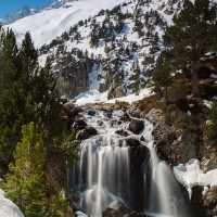 Cascada de Aigüalluts bajo el Aneto
